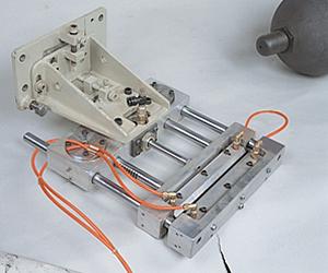 Blow-nozzle sealing device for parison